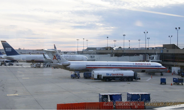 American Airlines McDonnell Douglas MD-83 y Boeing 757-23N de US Airways