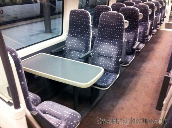 Interior del tren Stansted Express - Londres