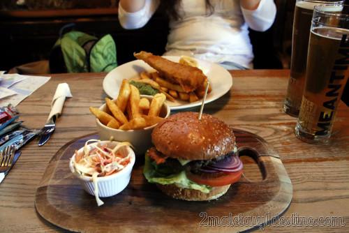 Londres - Hamburguesa y Fish and Chips en los Docklands - 2maletasy1destino