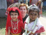iñas con trajes tradicionales indios