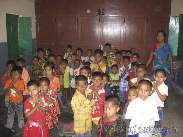 Niños indios en clase