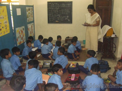 Niños indios en el colegio