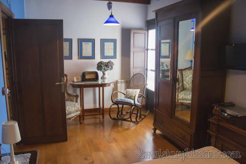 Entrada y ventana de la habitación - Heredad de la Cueste