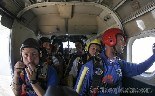 Interior avioneta salto paracaídas