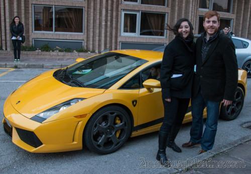 Vanina y Alfonso Eguino con Lamborghini Gallardo