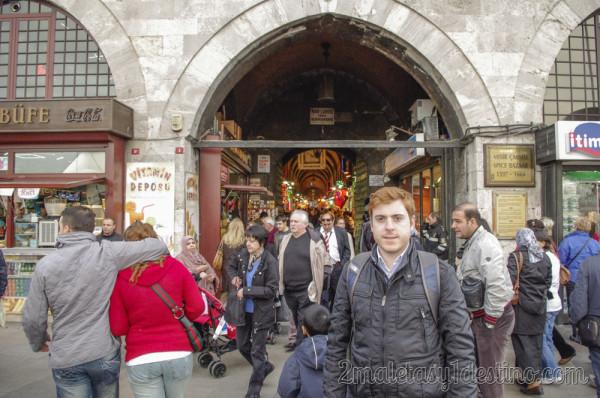 Alfonso Eguino a la entrada Bazar Especias
