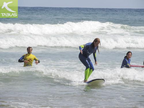 Aniko surfeando en Gijón