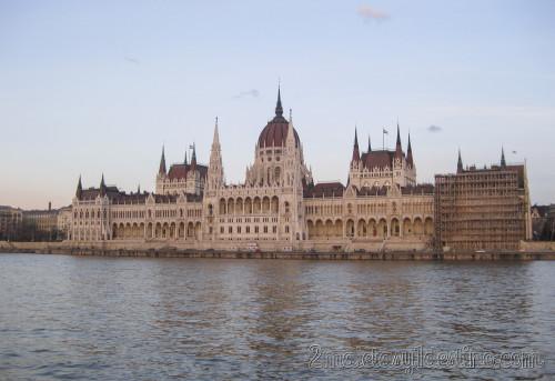 Frontal del Parlamento de Budapest