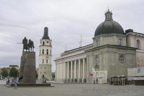 Catedral de Vilnius y Estatua Gediminas