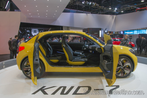KIA KND-7 con las puertas abiertas
