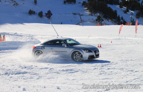 Audi TT derrapando