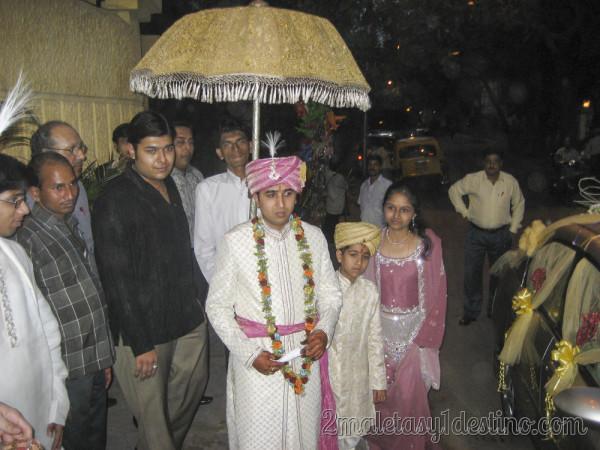 Novio indio a la llegada