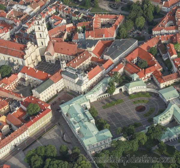 Palacio Presidencial e Iglesia de la Universidad
