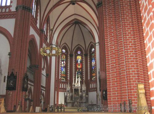 Interior de la Iglesia de la Ascensión La Santísima Virgen María