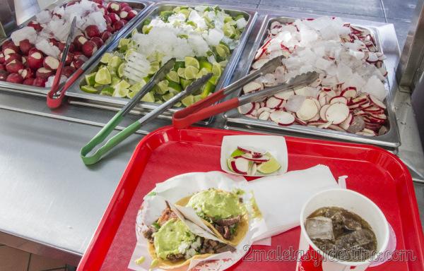 Taco Asada con lima y rábanos