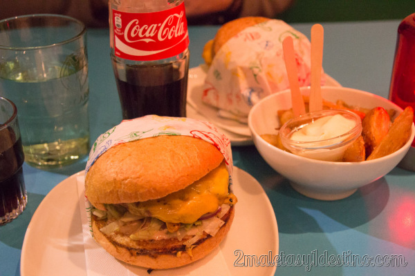 Cheese Royale con patatas Grill Illegal Burger