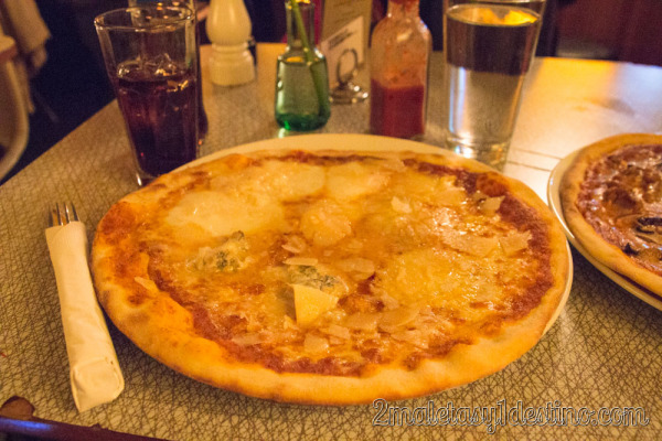 Pizza de quesos en Hell's Kitchen