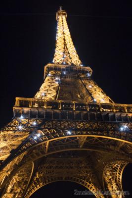 Torre Eiffel con las luces