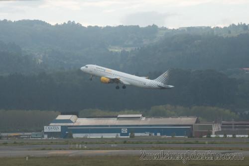 Airbus A320-214 (EC-HOI) Vueling Airlines despegando