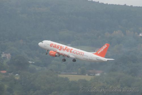 Airbus A320-214 (HB-JYA) easyJet en vuelo