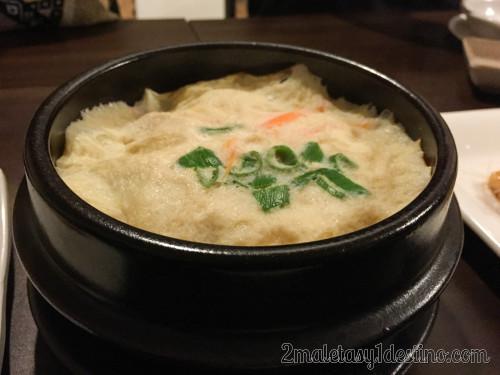 Plato coreano con huevo