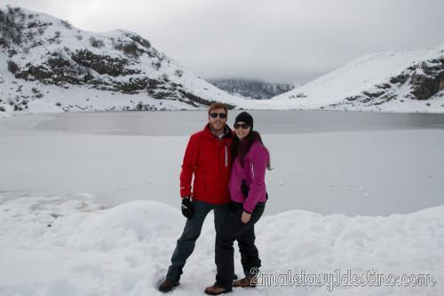 Alfonso Eguino y Vanina en los Lagos de Covadonga