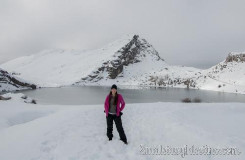 Vanina Posada en los Lagos de Covadonga Nevados