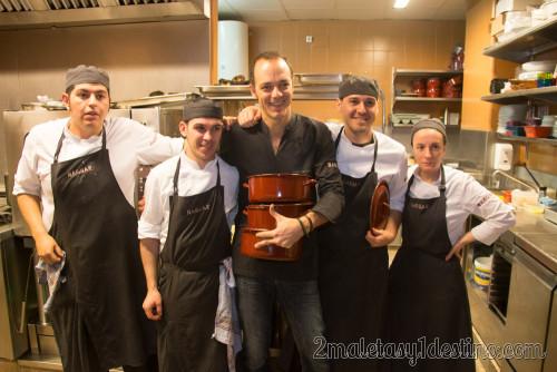 Pedro Martino y equipo de cocina de Naguar