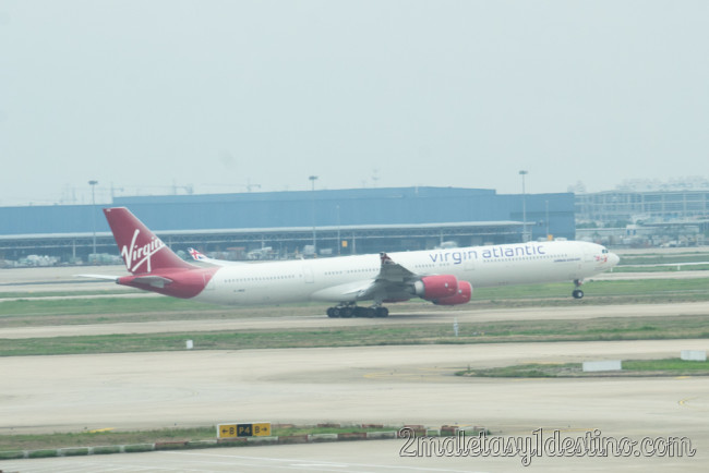 Airbus A340-642 (G-VWEB) Virgin Atlantic Airways despegando
