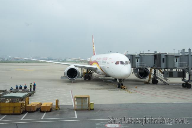Boeing 787-8 Dreamliner (B-2759) Hainan Airlines finger