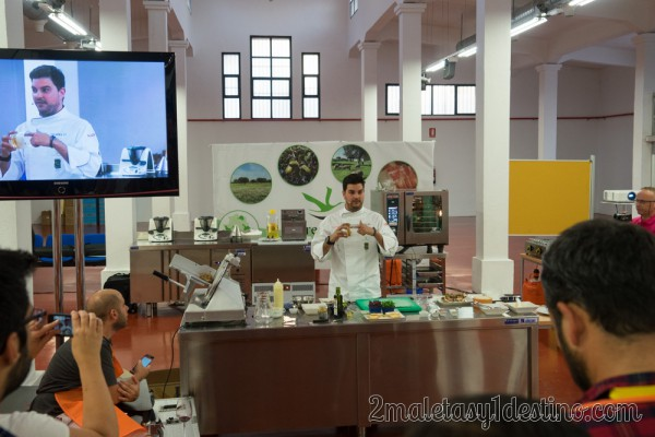 Chef Rodrigo explicando