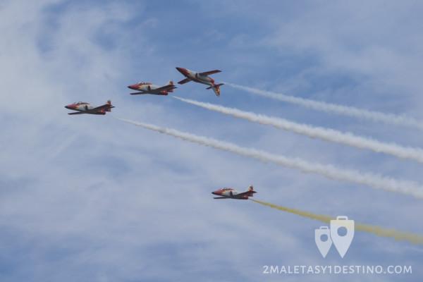 4 aviones volando invertidos