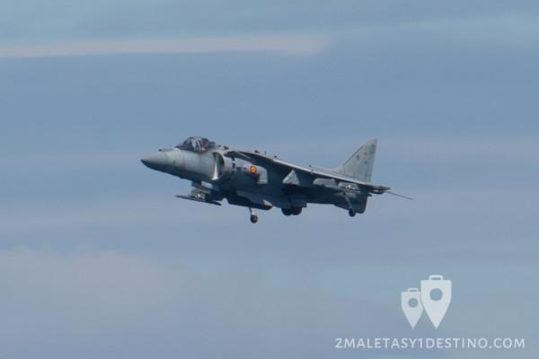 AV-8B Harrier II Plus bajando el tren aterrizaje