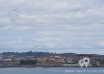 Patrulla Águila sobrevolando Gijón