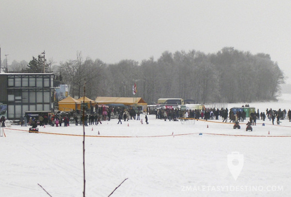 Carrera de quads en el lago helado
