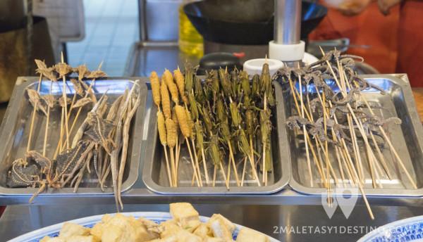 Comer insectos en Wangfujing
