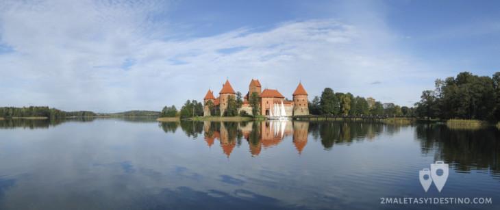 Panorámica Castillo de Trakai lago Galve