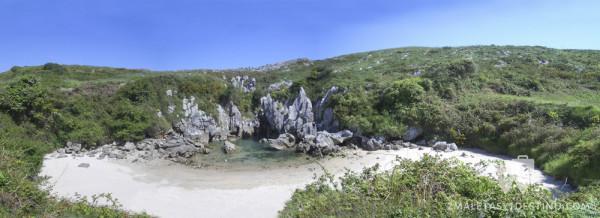 Playa de Gulpiyuri pano (Naves - Llanes - Asturias)