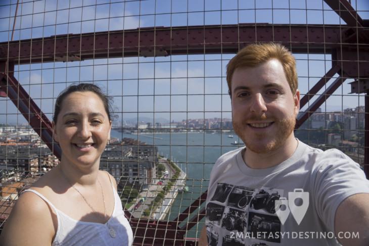 Eguino y Vanina en el Puente Vizcaya