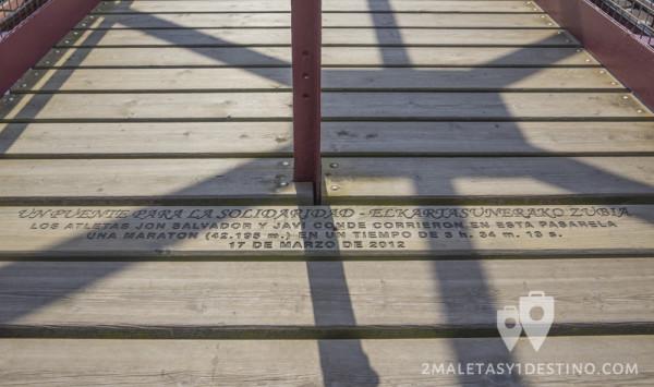 Inscripción conmemorativa maratón Puente Vizcaya