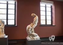 Escultura hombre y mujer