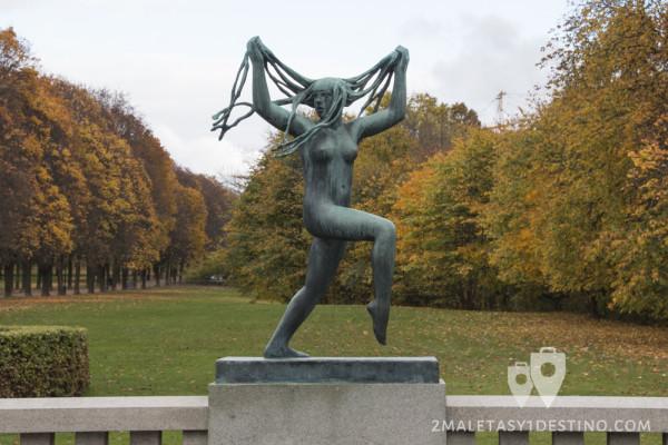 """Escultura """"mujer loca"""" de Vigeland"""