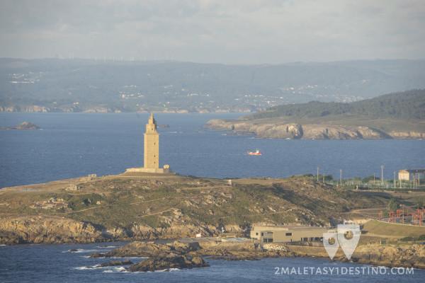 Torre de Hércules y barco