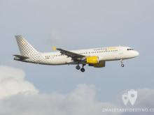 Airbus A320-214 8EC-LLM) Vueling