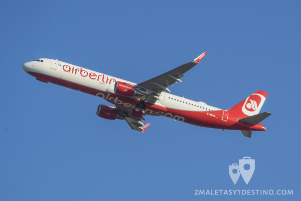 Airbus A321-200 (D-ABCM) Air Berlin