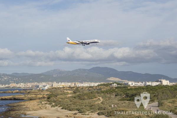 Airbus A321 aterrizando en Mallorca