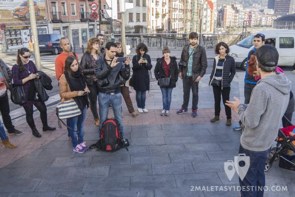 Bloggers de visita al arte urbano de Bilbao