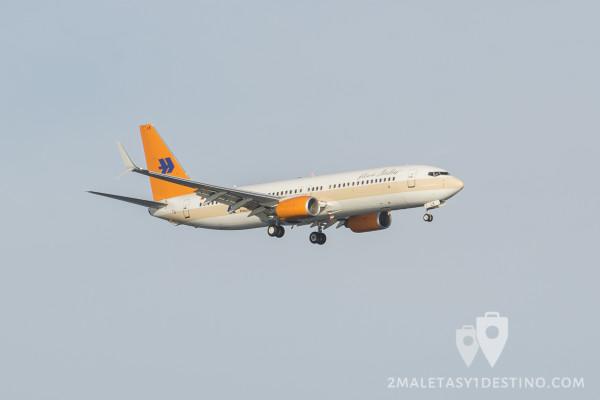 Boeing 737-4K5 (D-AHLK) Hapag-Lloyd aterrizando