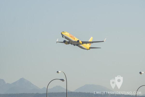 Boeing 737-800 (D-ATUL) TUIfly despegando