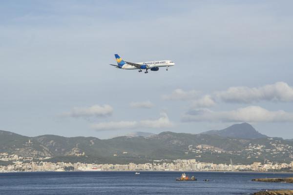 Boeing 757 aterrizando en Mallorca
